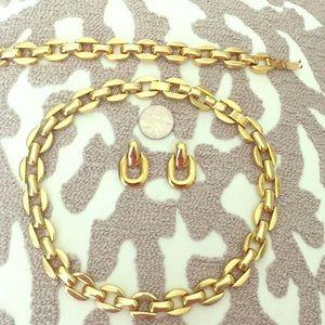 Avon necklace/bracelet/earring set.